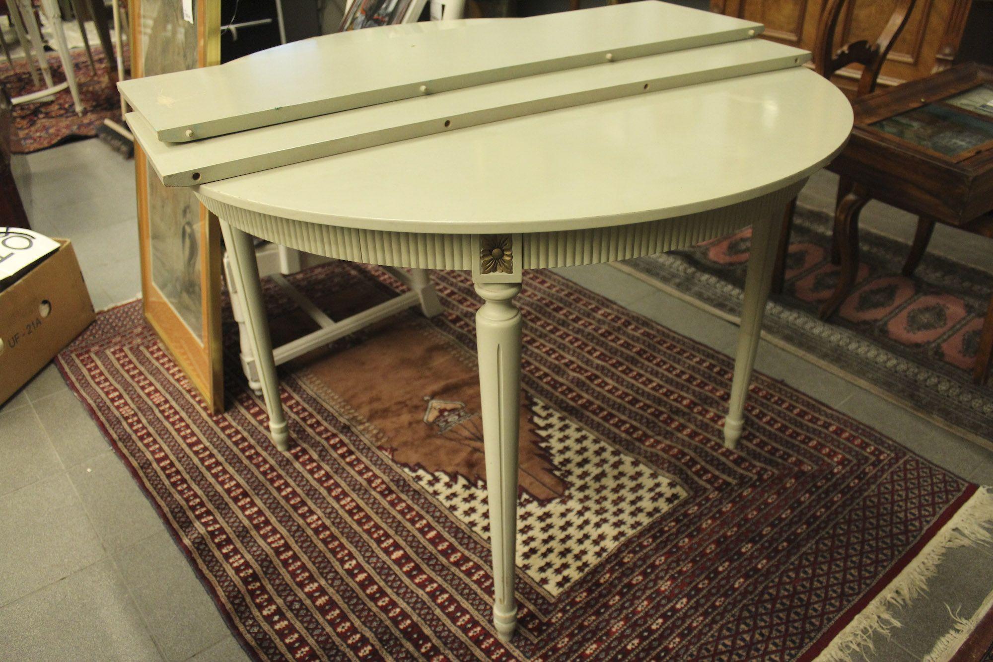 Matbord, Gustaviansk stil, diameter 105, höjd 75, 2 ilägg 788 4151 Metropol Auktioner